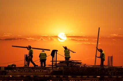 Arbeiter im Sonnenuntergang