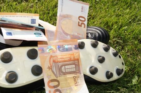 Fußballschuhe mit 50 Euro Scheinen